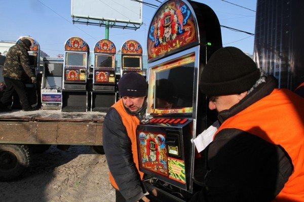 Журналисты помогли милиции «найти» зал игровых автоматов в центре Донецка (фото), фото-2
