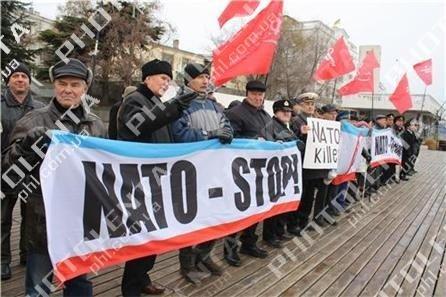 Американский крейсер в Севастополе встретили акцией протеста (фото), фото-3