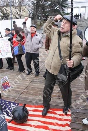 Американский крейсер в Севастополе встретили акцией протеста (фото), фото-4