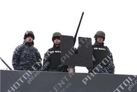 Американский крейсер в Севастополе встретили акцией протеста (фото), фото-6