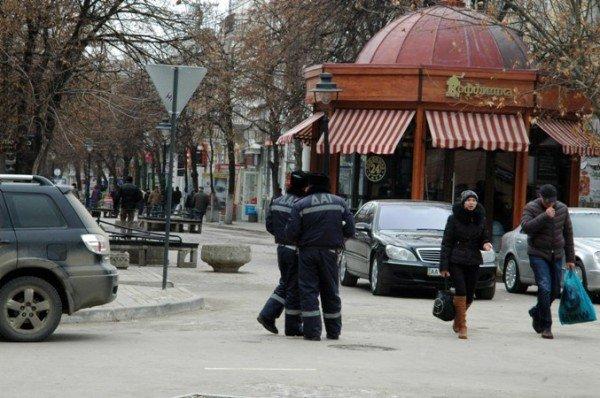 ГАИ контролирует пешеходную зону в центре Симферополя только для Могилева (фото), фото-1