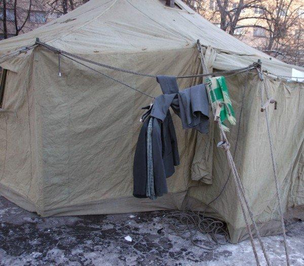 Бездомные вынужденно превращают автовокзал в центре Донецка в «отхожее место» - там нет ни одного бесплатного туалета (фото), фото-1