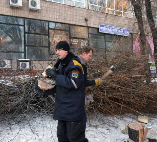 Бездомные вынужденно превращают автовокзал в центре Донецка в «отхожее место» - там нет ни одного бесплатного туалета (фото), фото-4