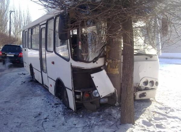 В Донецкой области в автобус врезалось «Шевроле»  - пострадали 18  человек (фото), фото-2