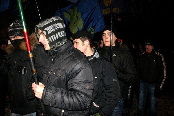 В Донецке во время шествия, посвященного памяти Героев Крут, напали на журналистов и участников акции (фото), фото-1