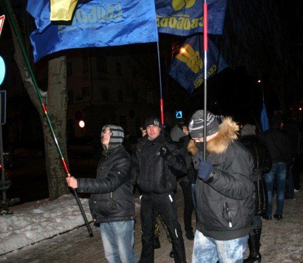 В Донецке во время шествия, посвященного памяти Героев Крут, напали на журналистов и участников акции (фото), фото-5