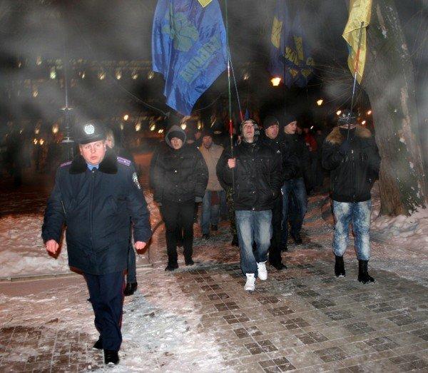 В Донецке во время шествия, посвященного памяти Героев Крут, напали на журналистов и участников акции (фото), фото-6