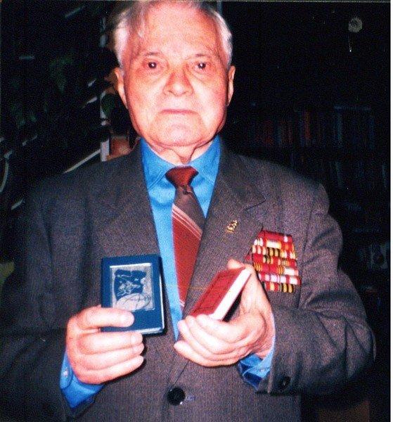 Фонды горловского музея миниатюрной книги помогает пополнять коллекционер из Германии, фото-1