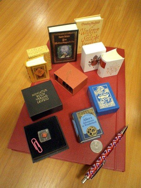 Фонды горловского музея миниатюрной книги помогает пополнять коллекционер из Германии, фото-2