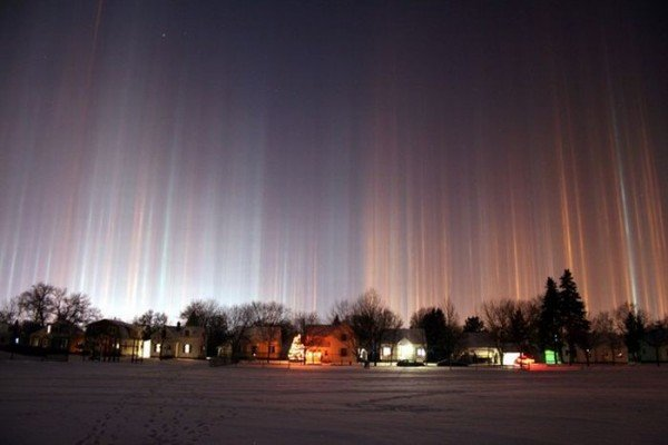 В Донецкой области появились разноцветные световые столбы, которые очевидцы назвали «инопланетным десантом» (фото), фото-1