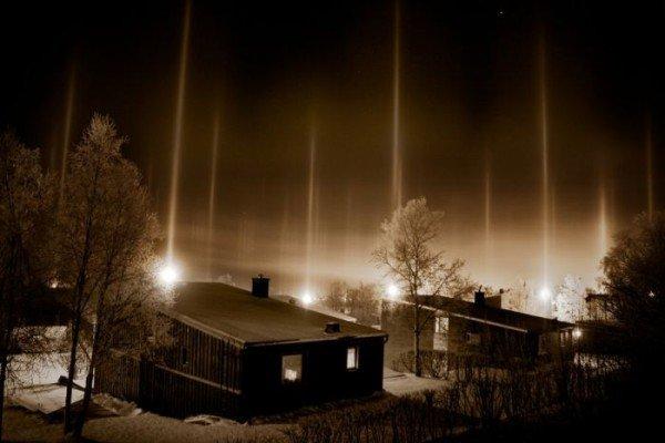 В Донецкой области появились разноцветные световые столбы, которые очевидцы назвали «инопланетным десантом» (фото), фото-4
