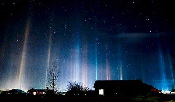В Донецкой области появились разноцветные световые столбы, которые очевидцы назвали «инопланетным десантом» (фото), фото-5