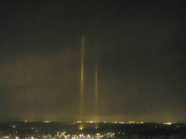В Донецкой области появились разноцветные световые столбы, которые очевидцы назвали «инопланетным десантом» (фото), фото-6
