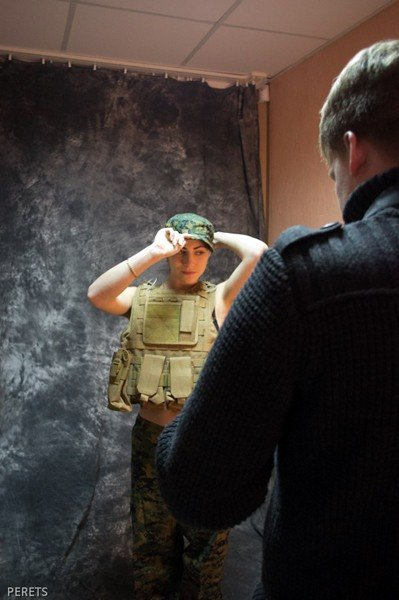 Military Girl активно готовятся к сражению за подарок для любимого, фото-5