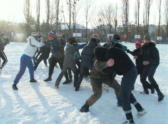 У Луцьку на честь героїв Крут побились і вивалялись у снігу (ФОТО), фото-1