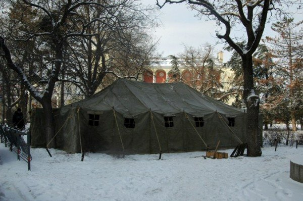 В центре Симферополя устанавливают пункт обогрева (фото), фото-2