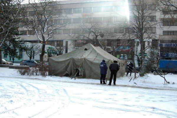 В центре Симферополя устанавливают пункт обогрева (фото), фото-4