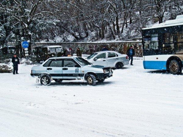 Ялту завалило снегом. В поселках ЮБК ни пройти, ни проехать (ФОТО), фото-4