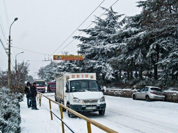 Ялту завалило снегом. В поселках ЮБК ни пройти, ни проехать (ФОТО), фото-3