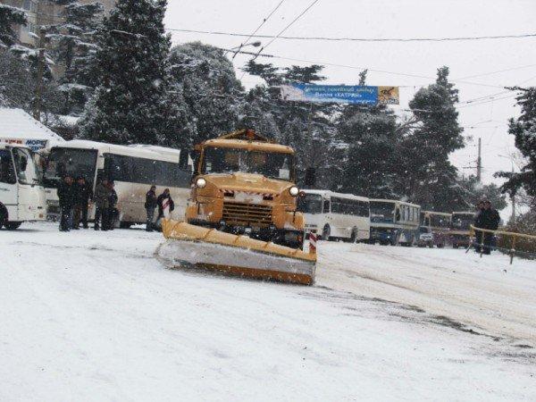 Ялту завалило снегом. В поселках ЮБК ни пройти, ни проехать (ФОТО), фото-1