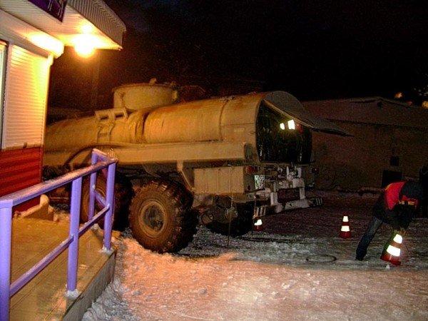В Алупке попал в аварию бензовоз, груженный десятью тоннами топлива (ФОТО), фото-6