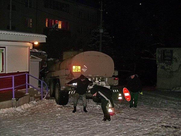 В Алупке попал в аварию бензовоз, груженный десятью тоннами топлива (ФОТО), фото-3