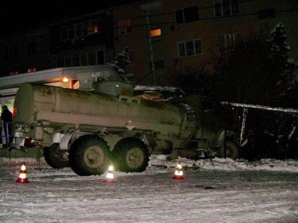 В Алупке попал в аварию бензовоз, груженный десятью тоннами топлива (ФОТО), фото-2