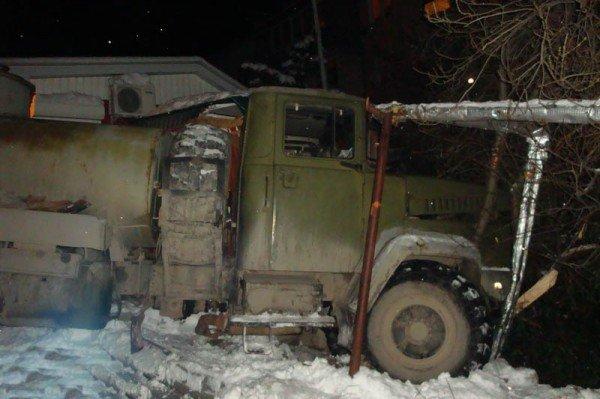 В Алупке попал в аварию бензовоз, груженный десятью тоннами топлива (ФОТО), фото-5