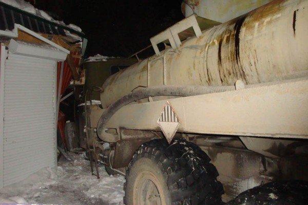 В Алупке попал в аварию бензовоз, груженный десятью тоннами топлива (ФОТО), фото-4