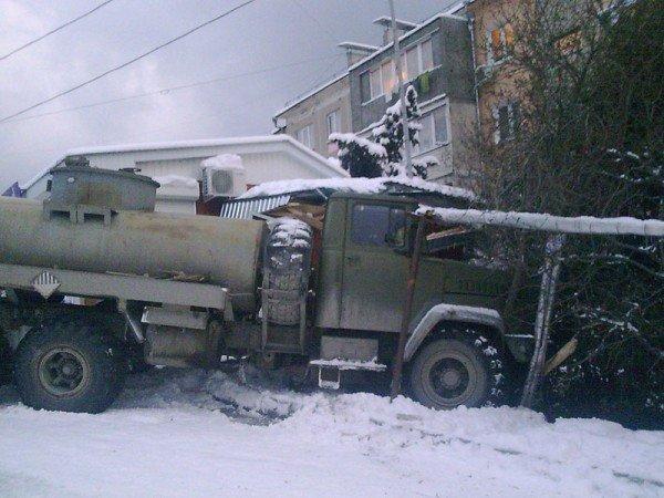 В Алупке попал в аварию бензовоз, груженный десятью тоннами топлива (ФОТО), фото-9