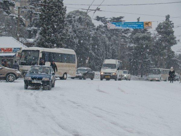 В Алупке попал в аварию бензовоз, груженный десятью тоннами топлива (ФОТО), фото-1
