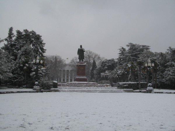 Ялту опять засыпало снегом (ФОТО), фото-1