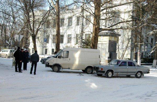 В центре Симферополя не разъехались «Газель» и «Волга» (фото), фото-1