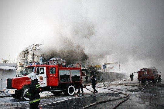 Пожежу на тернопільському ринку гасили понад 30 МНСників (фото), фото-1