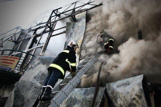 Пожежу на тернопільському ринку гасили понад 30 МНСників (фото), фото-2