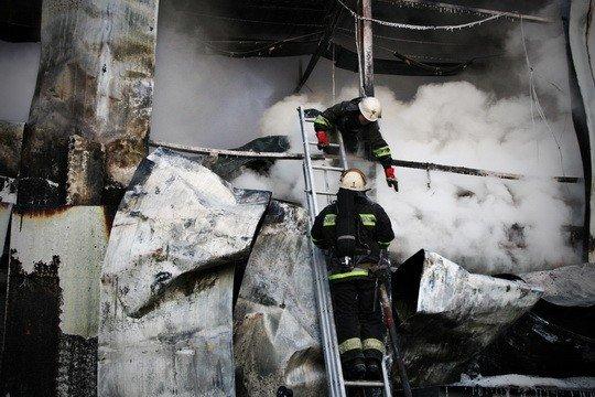 Пожежу на тернопільському ринку гасили понад 30 МНСників (фото), фото-4