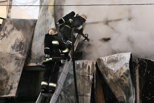 Пожежу на тернопільському ринку гасили понад 30 МНСників (фото), фото-5