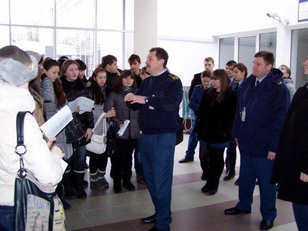 Таможенники показали симферопольским школьникам аэропорт (фото), фото-2