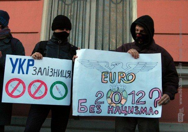 Симферопольские активисты утверждают, что в Крыму есть нацисты (фото), фото-1