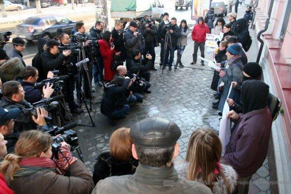 Симферопольские активисты утверждают, что в Крыму есть нацисты (фото), фото-4