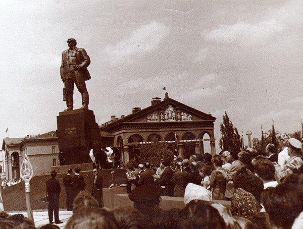 Горловский Никита Изотов подвинул самого Владимира Ленина, фото-3
