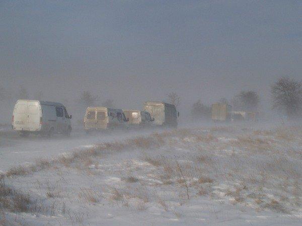 В Крыму спасатели освободили из снежного плена 111 автомобилей и более 400 человек (фото), фото-1