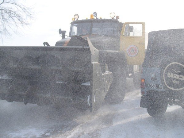 В Крыму спасатели освободили из снежного плена 111 автомобилей и более 400 человек (фото), фото-3
