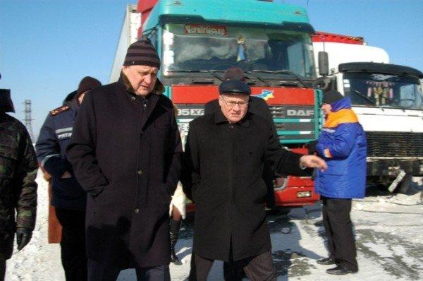 В Крыму за сутки в заносах застряли три роженицы (фото), фото-1