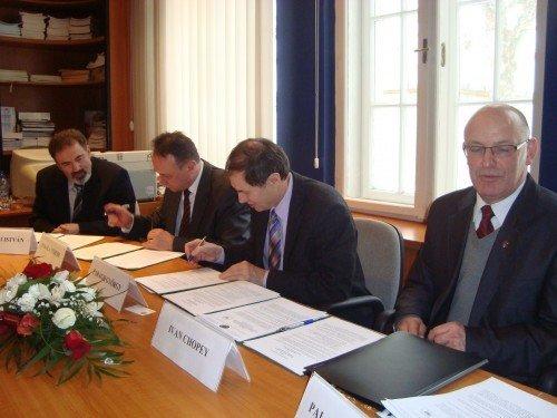 УжНУ підписав новий договір про співпрацю з Дебреценським університетом (ФОТО), фото-1