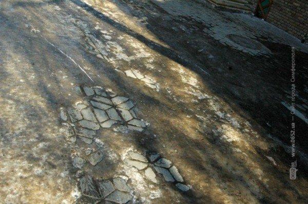 В центре Симферополя горожане участвуют в «танцах» на льду (фото), фото-5