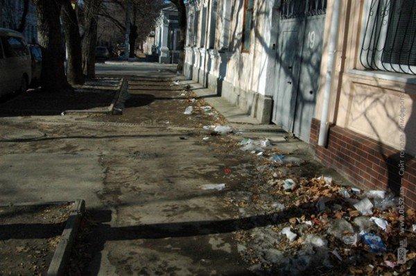 В Симферополе дорога к «покращенню життя» пролегла через мусорные завалы (фото), фото-1