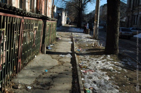 В Симферополе дорога к «покращенню життя» пролегла через мусорные завалы (фото), фото-2