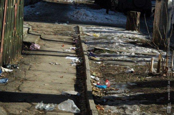 В Симферополе дорога к «покращенню життя» пролегла через мусорные завалы (фото), фото-3