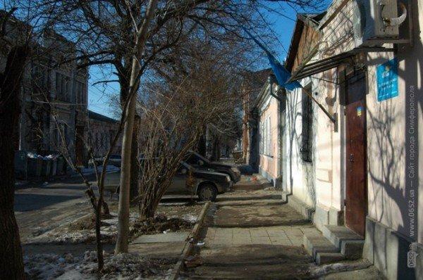 В Симферополе дорога к «покращенню життя» пролегла через мусорные завалы (фото), фото-8